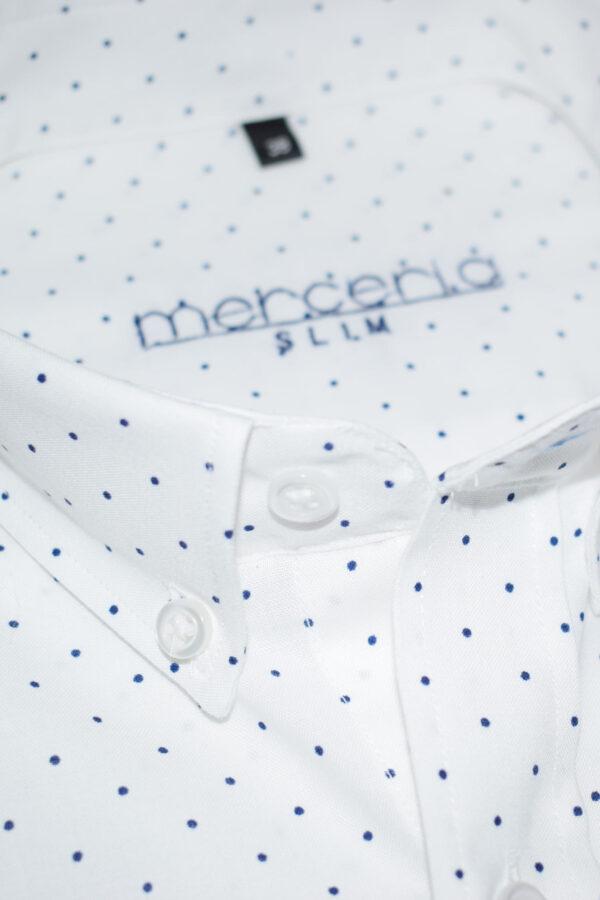 biała koszula w niebieskie kropki